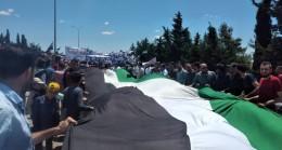 İdlib'de siviller rejimi protesto etti