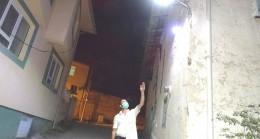 Mahalle halkı sokak aydınlatmasını kendisi yapıyor
