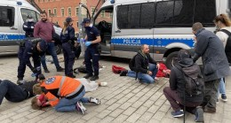 Polonya'da yasağa rağmen protesto: 380 gözaltı