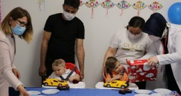 Antalyalı yapışık ikizler Derman ve Yiğit ikinci yaş günlerini ayrı kutladı