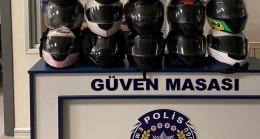 Çaldıkları motosiklet kasklarını internette satan şahısları polis kıskıvrak yakaladı