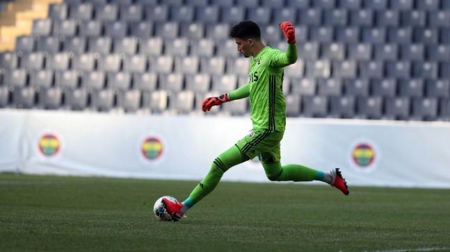Fenerbahçe, çalışmalarını hazırlık maçıyla sürdürdü