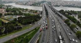 Haliç Köprüsü'nde hafriyat kamyonunda yangın çıktı