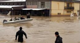 Kosova'da şiddetli yağış sonrası cadde ve sokaklar göle döndü
