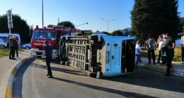 Otomobil dolmuşa çarptı: 4 yaralı