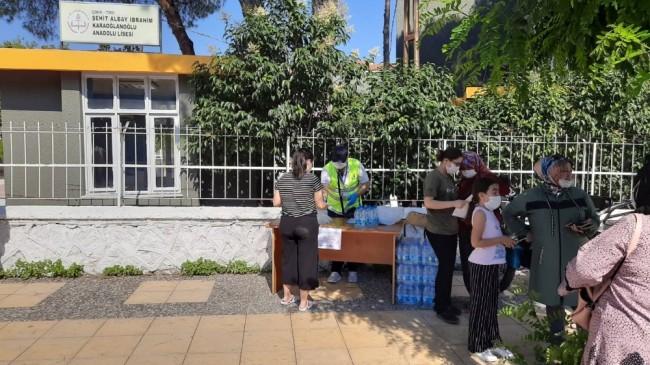 YKS'de ter dökecek öğrencilere su ve maske desteği