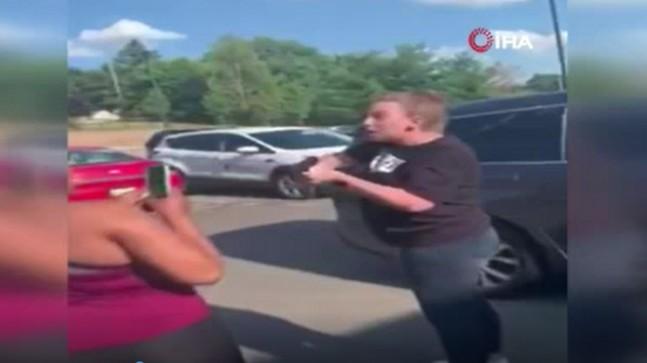 ABD'de siyahi anne ile kızını silahla tehdit eden kişi tutuklandı