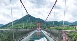 Çin'de dünyanın en uzun cam köprüsü açıldı