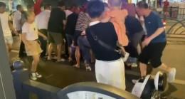 Çin'de kaza geçiren çocuğu aracı kaldırıp kurtardılar