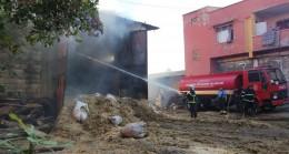 İslahiye'de saman dolu ambarda yangın çıktı