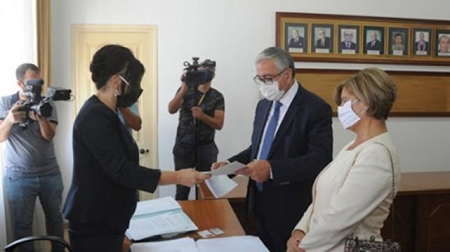 Bağımsız Cumhurbaşkanı adayı Cumhurbaşkanı Mustafa Akıncı,adaylık başvurusunu yaptı