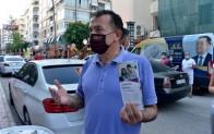Başkan Özyiğit, vatandaşlara uzaktan eğitim kitapçığı dağıttı