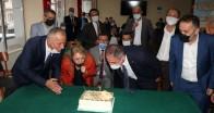 AK Parti Muhtarlar gününü pastayla kutladı