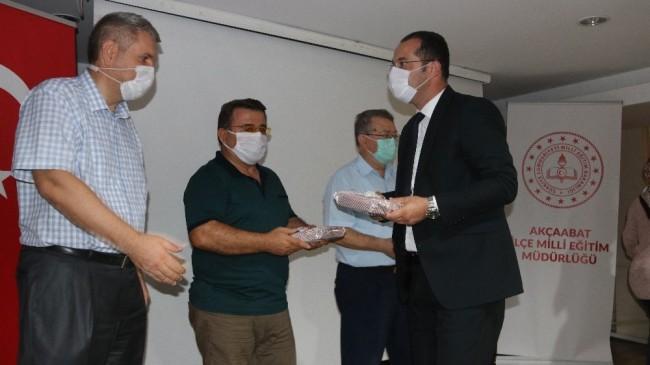 Akçaabat Belediyesi'nden eğitime tablet desteği