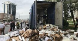 Ataşehir'de plastik yüklü tır yandı