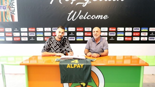 Beşiktaşlı genç stoper Alpay Çelebi, Alanyaspor'da