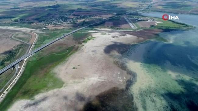 Büyükçekmece Gölü'nde korkutan manzara böyle görüntülendi
