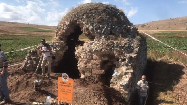 Ecdat yadigarı asırlık camide restorasyon çalışması