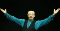 New York'ta sergilenen oyun Genco Erkal ile Denizli'ye geliyor