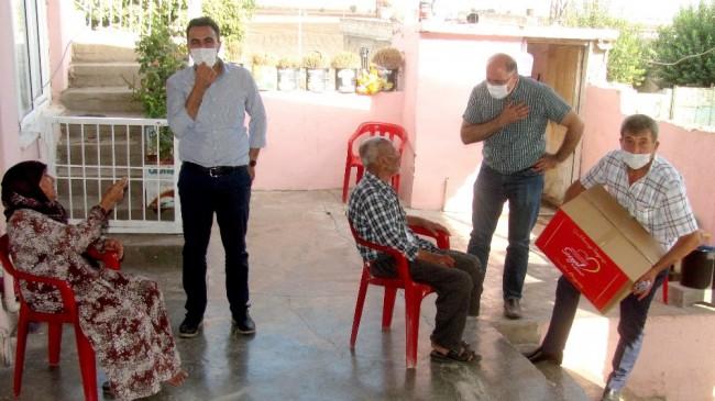 Yaşlılar gününde 155 yaşlıya gıda kolisi