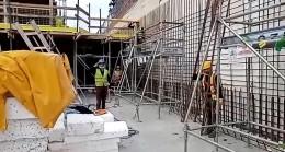 10 Kasım'da inşaat işçilerinden saygı duruşu