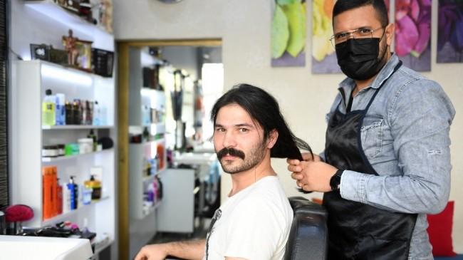 Belediye personelinden 'saçım saçın olsun' kampanyasına destek