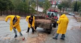 Besni ekipleri yağıştan etkilenen alanlarda çalışma yaptı