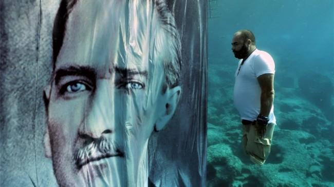 Engelli dalış rekortmeni Atatürk'ü su altında açtığı dev posterle andı