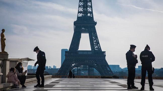Fransa'da son 24 saatte 22 bin 882 yeni vaka