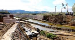 Körfez'de ıslah ve köprü yapım çalışmaları devam ediyor