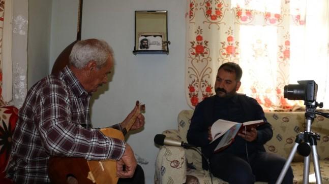 Köy köy dolaşıp sözlü halk geleneğini kayıt altına alıyor