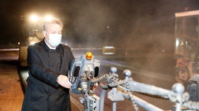 Melikgazi'den gece asfalt mesaisi