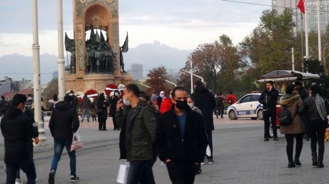 Taksim'de korona virüse rağmen oluşan kalabalık dikkat çekti