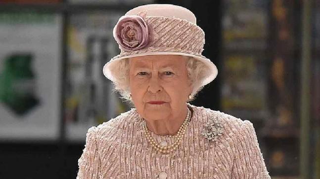 Kraliçe salatasında ölü salyangoz buldu. Personele not gönderdi.