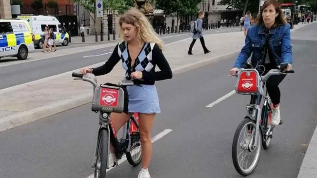İngiltere'de kadınların güvenli bir şekilde eve gittiğini takip edecek uygulama gündemde